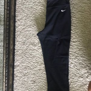 NIKE Dri-Fit Calf-Length Leggings